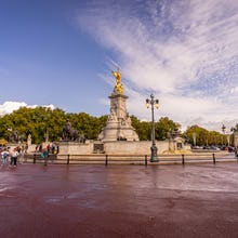 Victoria Memorial in front of the Buckingham Palace