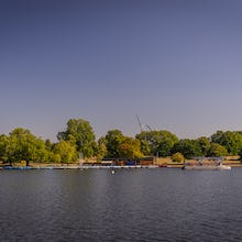 There are rowing and pedal boats available to rent on the Serpentine