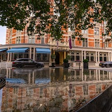 Connaught Hotel in Mayfair with the water feature Silence in the foreground