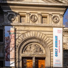 Entrance to the National Portrait Gallery from the front