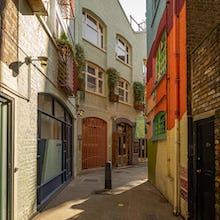 Entering Neals Yard from Monmouth Street